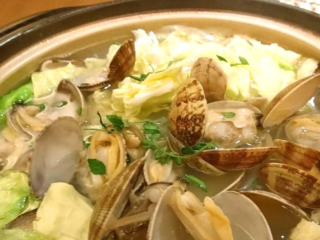 春キャベツと鶏つくねのアサリ鍋